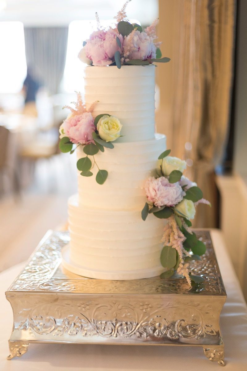 Buttercream wedding cake with rustic design wedding cake