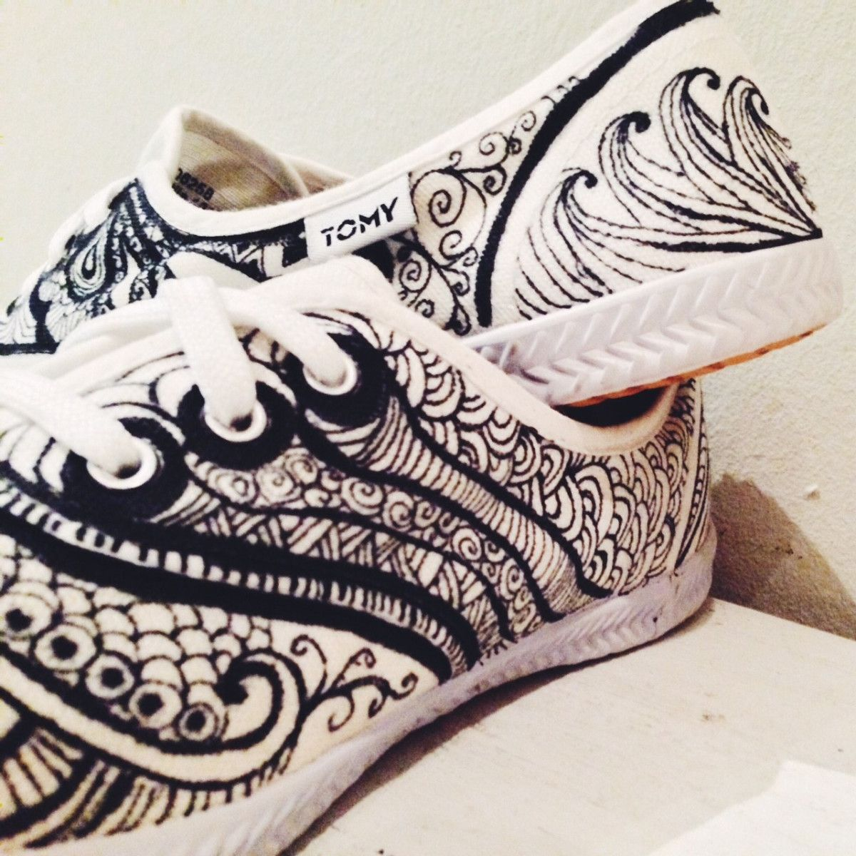 Tutorial: How To Doodle On Canvas Sneakers