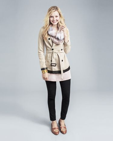 Don't you love this beige jacket with the cute black leggings?