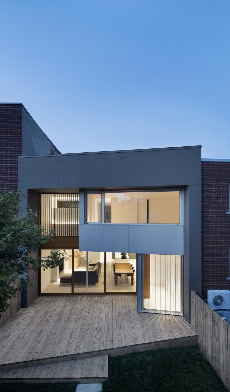Montreal Duplex House Gets Contemporary Upgrade   Moderne häuser ...
