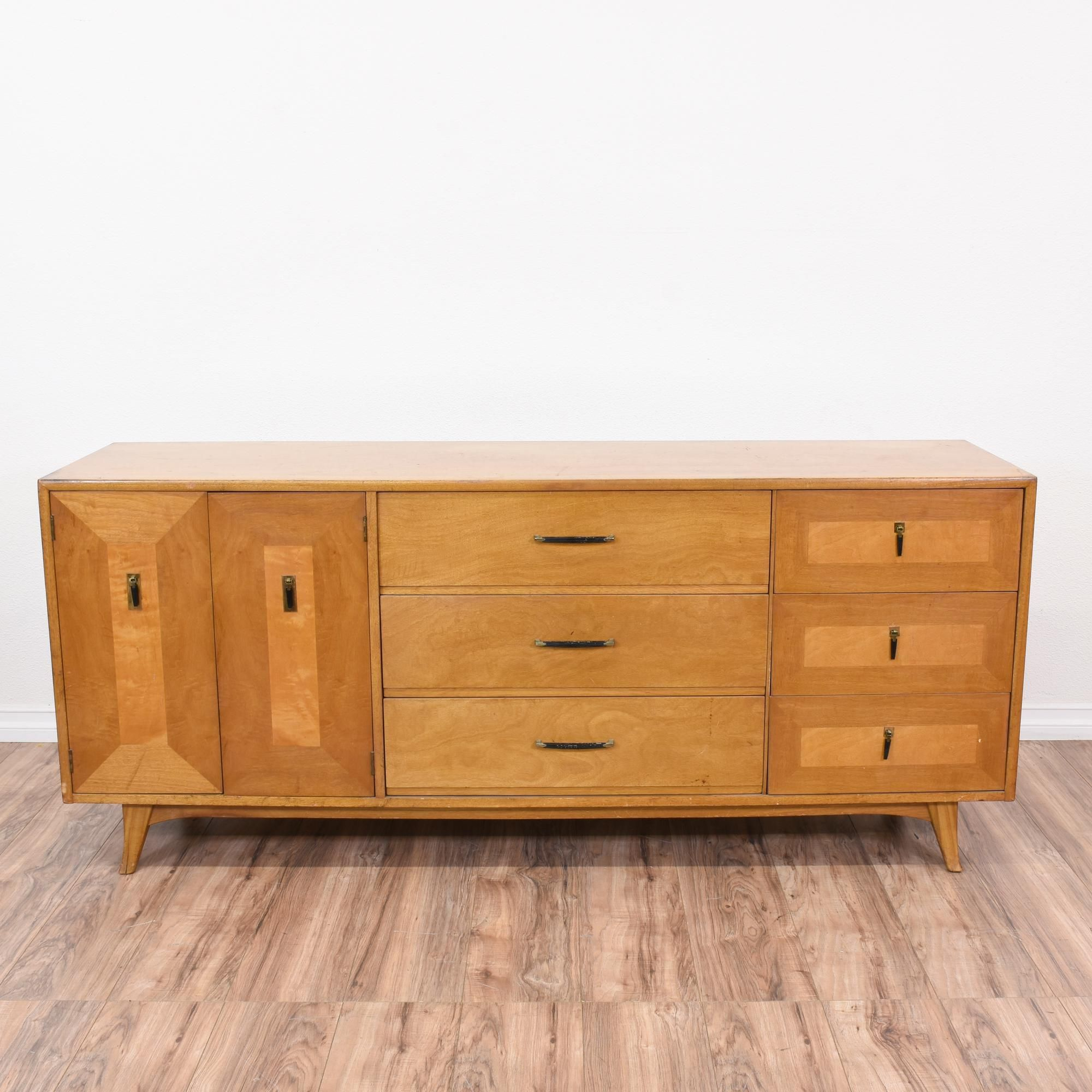 Best This Mid Century Modern Dresser Is Featured In A Solid 640 x 480