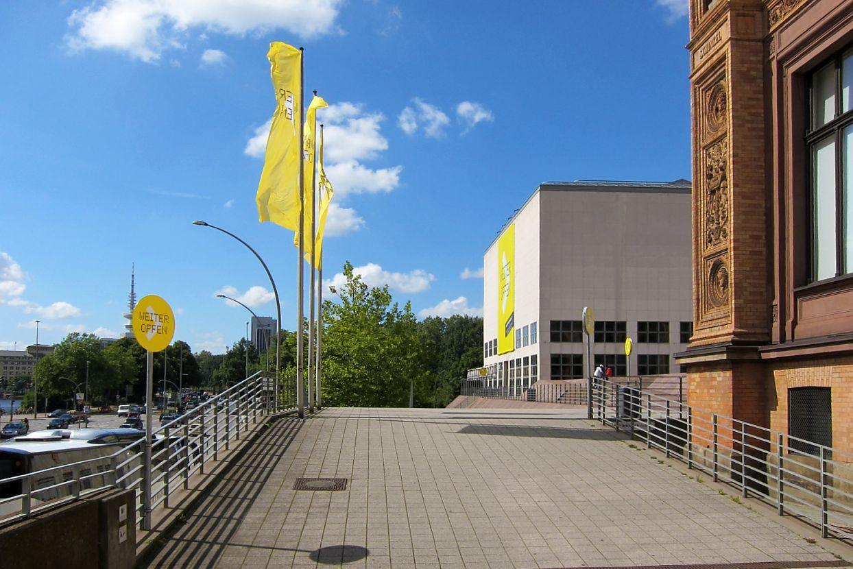 Hamburger Kunsthalle, Museum, Heine/Lenz/Zizka, H/L/Z, Corporate Identity, Corporate Design, Modernisierung, Kampagne, Weiter Offen, Dot-Schrift, Außen, Fassade