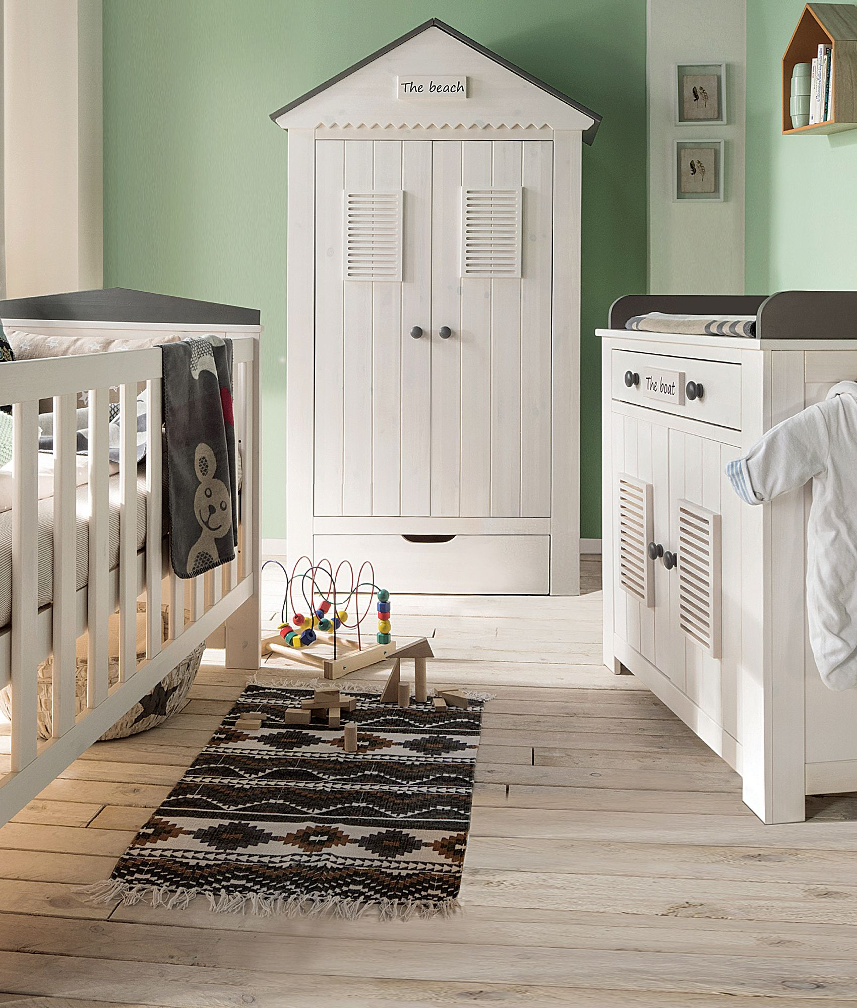 kleiderschrank sunny in strandh tten optik bringt maritimes flair ins babyzimmer aus massivem. Black Bedroom Furniture Sets. Home Design Ideas