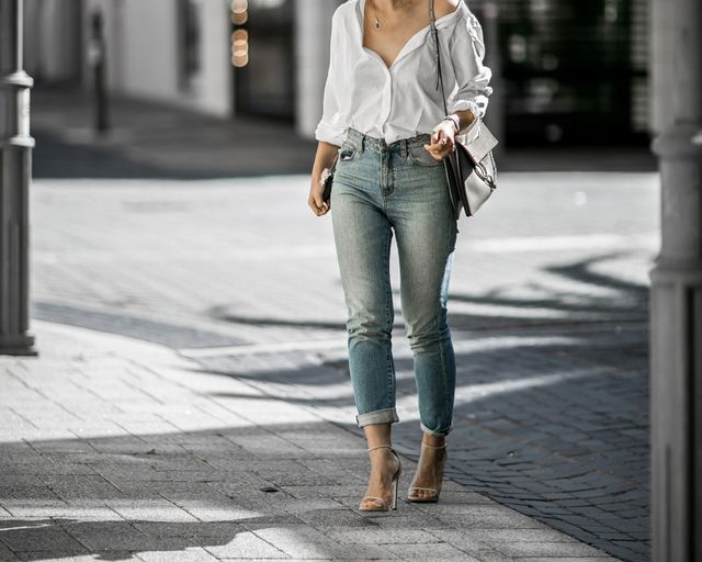 2 flattering jeans for large thighs
