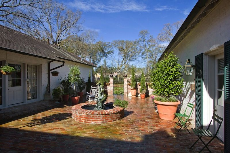 Brick Fountain Courtyard A Hays Town Town House Plans Courtyard Garden Home Architecture Styles