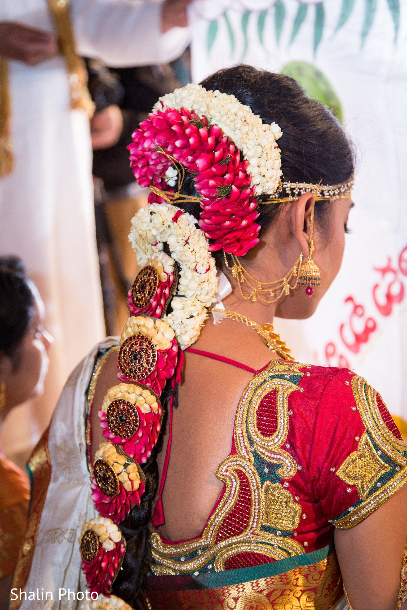 South Indian Bridal Wedding Hair #SouthIndianbride #WeddingHairstyle #BridalHairstyle   Indian ...