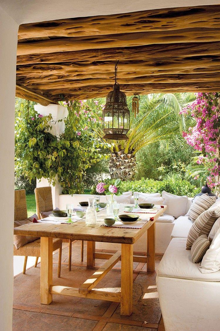 déco de jardin rustique, plafond bois massif, table rectangulaire ...