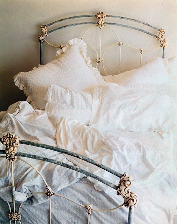 great finish on this gorgeous iron bed perfect patina shabby rh pinterest com