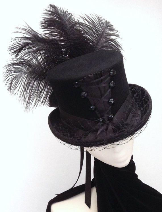 Gothic Neo Victorian corset top hat   Hüte, Straußenfedern und ...