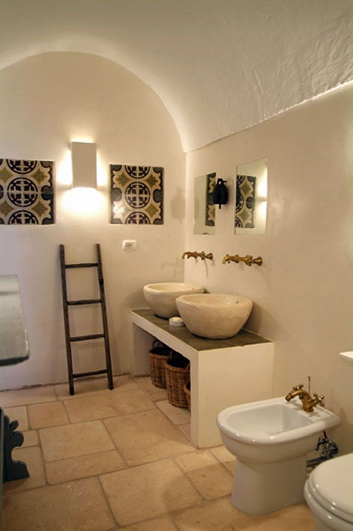 Salento masseria scorcialupi bathroom interiors bathroom - Bagno in spagnolo ...