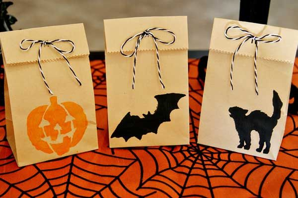 Treats kraft bag Halloween Pinterest Kraft bag, Halloween - halloween treat bag ideas