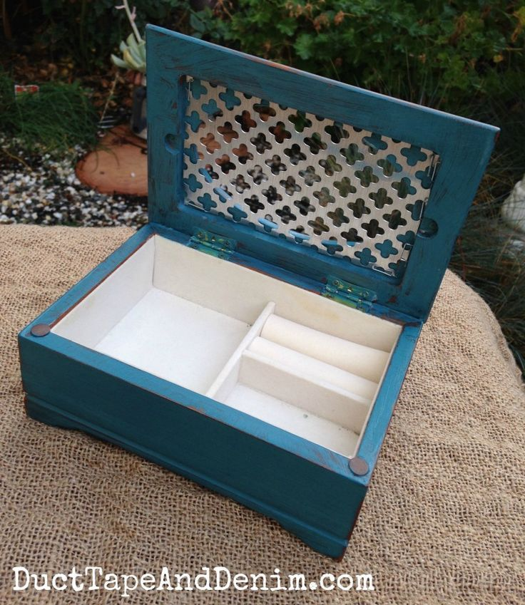 Upcycled Jewelry Box, Painted in Teal Chalk Paint - #box #Chalk #Jewelry #Paint #PAINTED #teal #Upcycled #thriftstoreupcycledecor