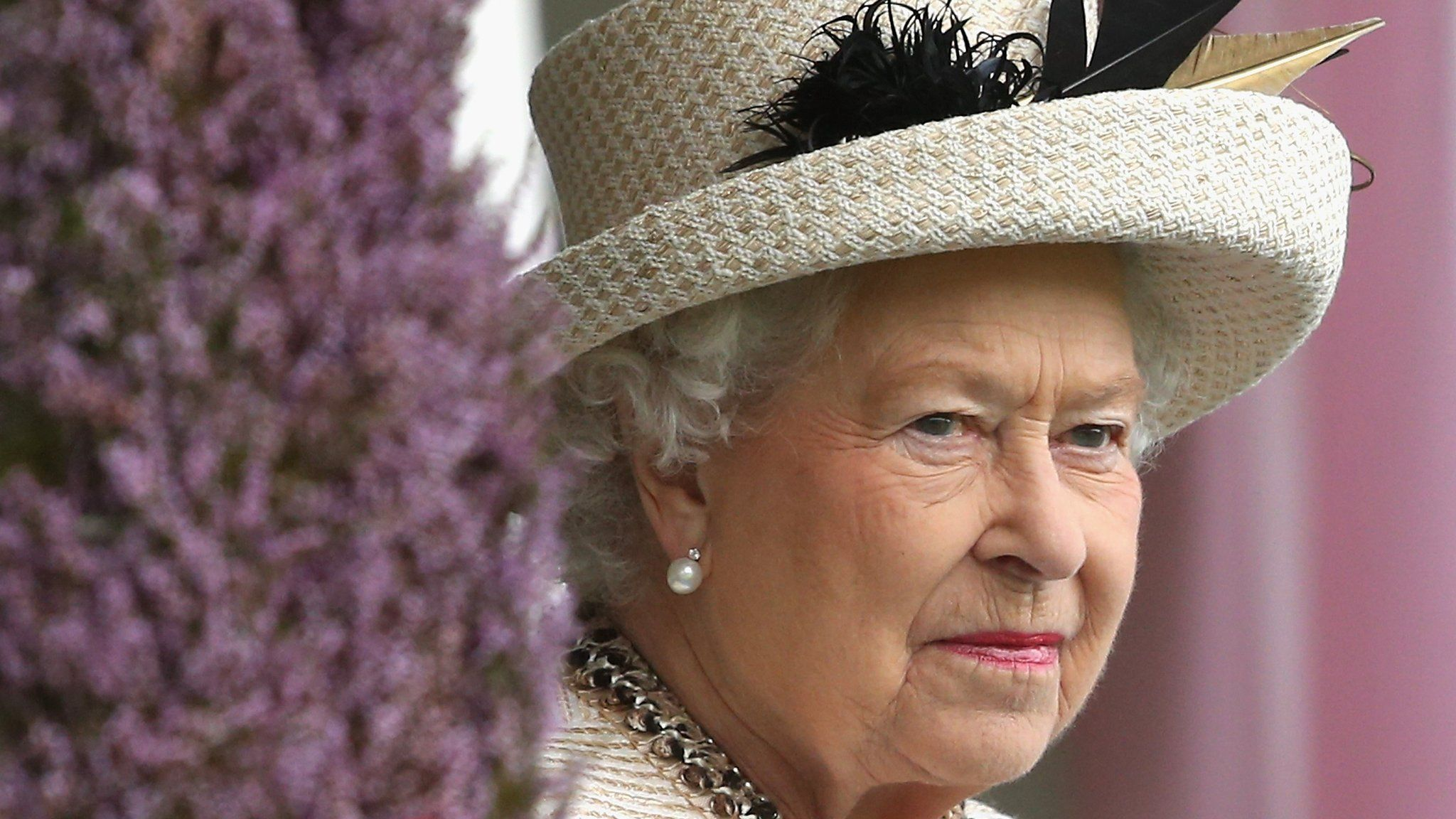 Queen urges referendum 'respect' Queen elizabeth, Queen