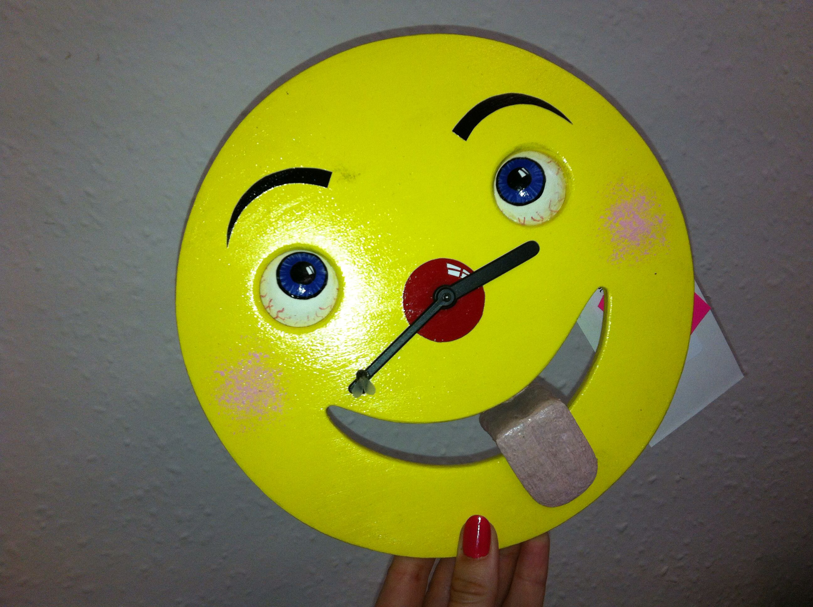 Clock with ticking tongue
