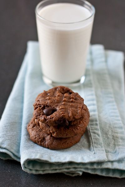 flour less chocolate peanut butter cookies