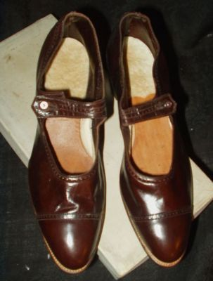 The Gatherings Antique Vintage Your Store For Early Textiles Shop Smarter A Destination For Vintage Brown Shoe Company Vintage Shoes Brown Womens Shoes