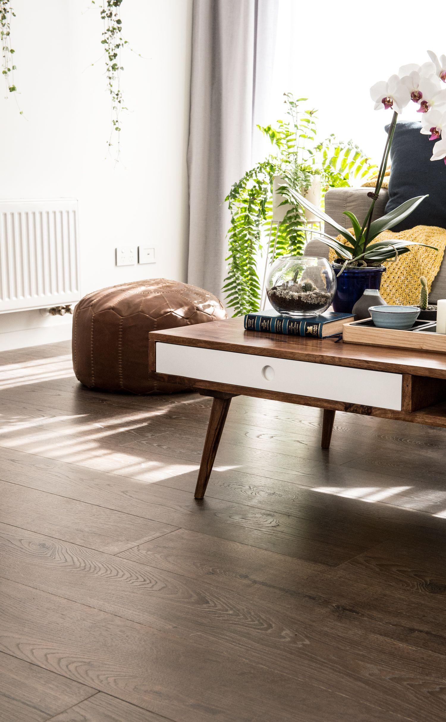 Vue Laminate Flooring In Mountain Oak Heritage Brown Is A Premium Floor