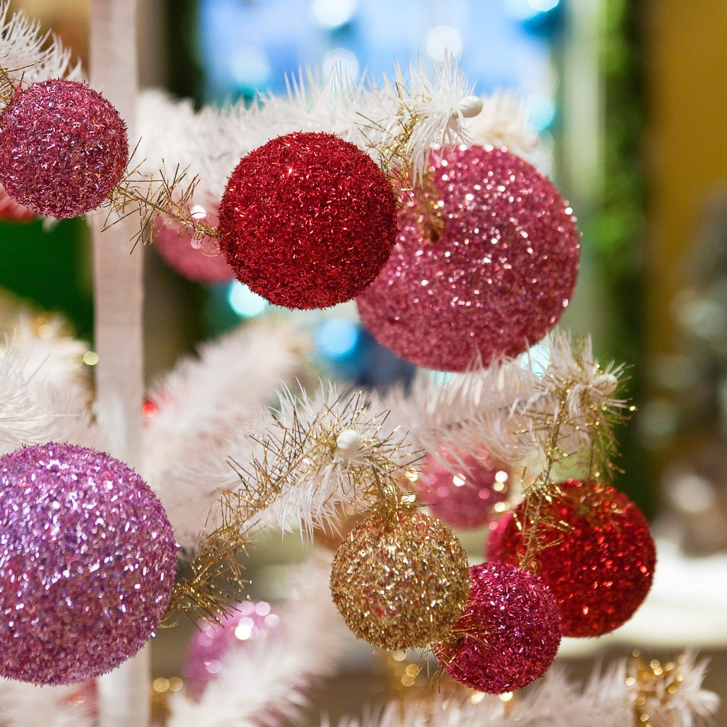 Add Some Sparkle To Your Holiday Decorations With This Simple To Make