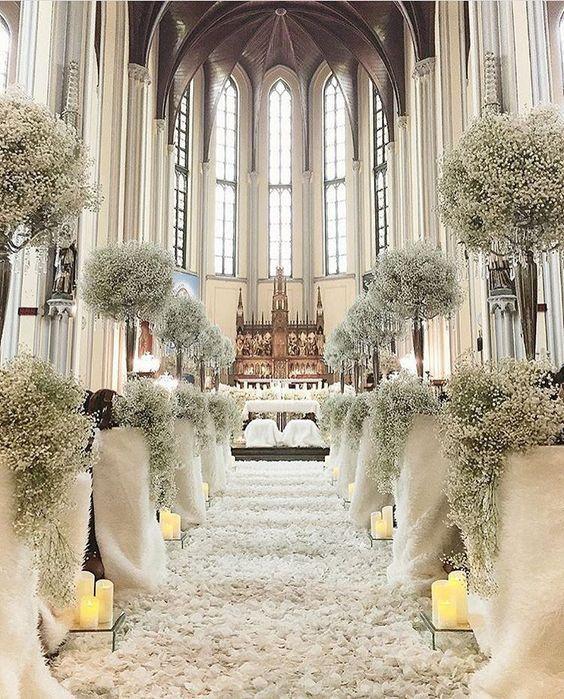 Decorazioni Per Le Nozze Con La Nebbiolina Vita Fiorelli Wedding Planner Composizioni Floreali Matrimonio Navate Di Nozze Decorazioni Cerimonia Di Nozze