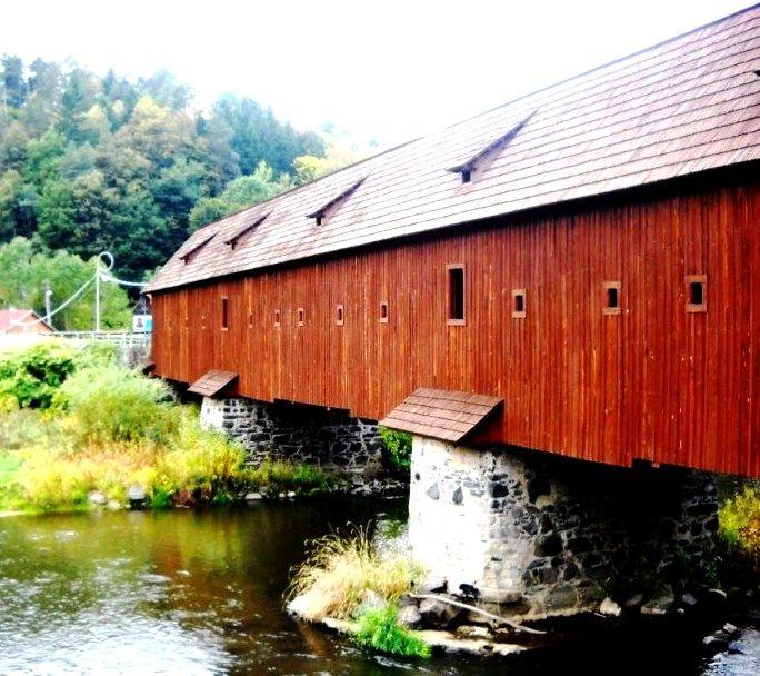 Dřevěný krycí most Radošov - řeka Ohře - okres Karlovy Vary - Česko