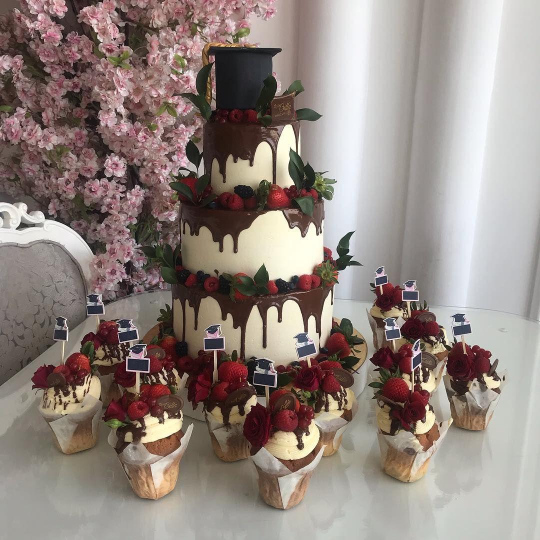 كيكة ٣ ادوار مع قبعه تخرج ب ٨٠٠ ريال كب كيك تخرج ١٢ حبه ب ١٢٠ ريال Cake Cake Decorating Graduation