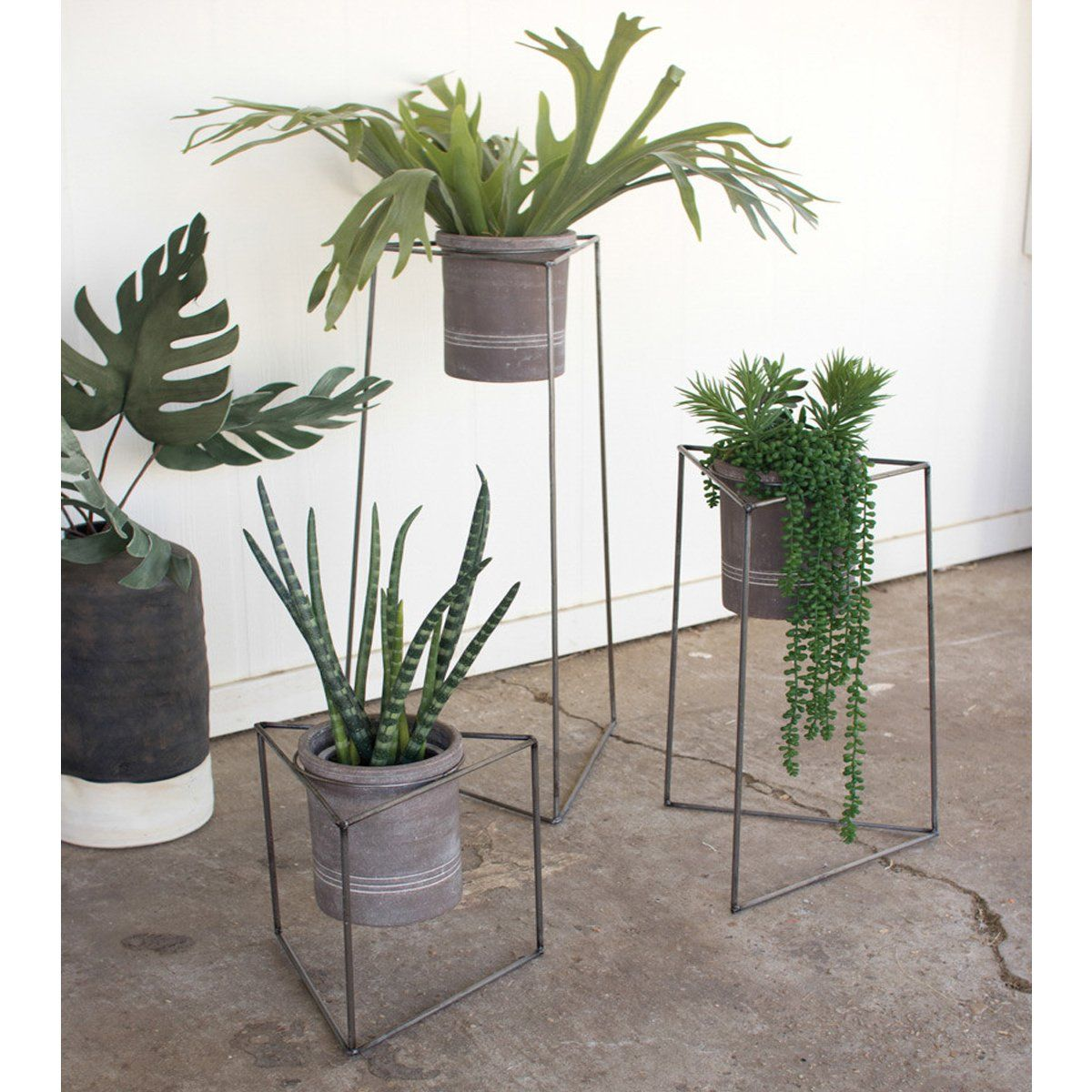Triangle Place Apartments: Set Of 3 Triangle Planters