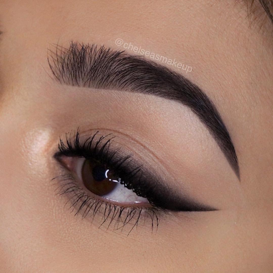 Smudged winged eyeliner  No eyeliner makeup, Makeup eyeliner