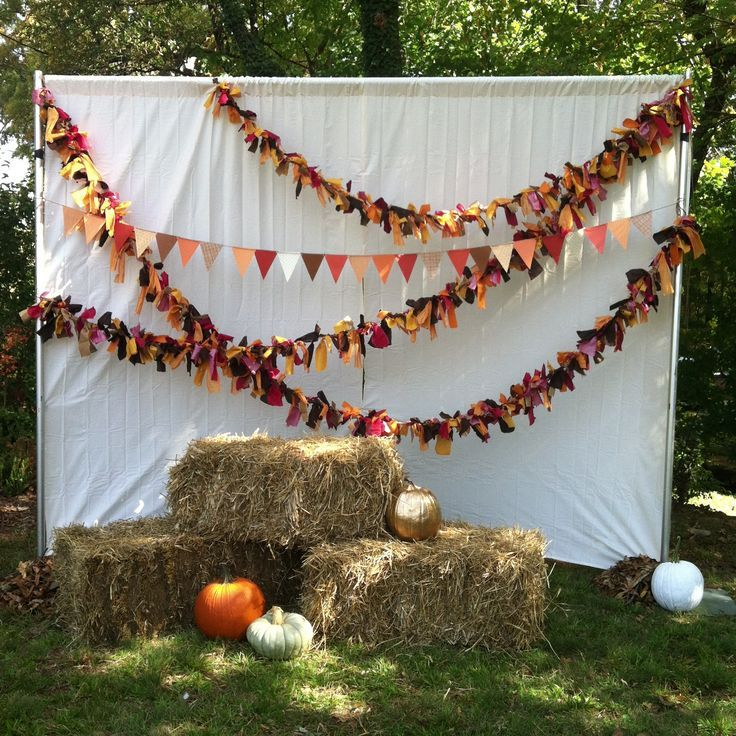 Pose For Pre Trick Or Treating Snaps With Your Little Ones In Front Of This DIY Halloween Photo Booth Backdrop