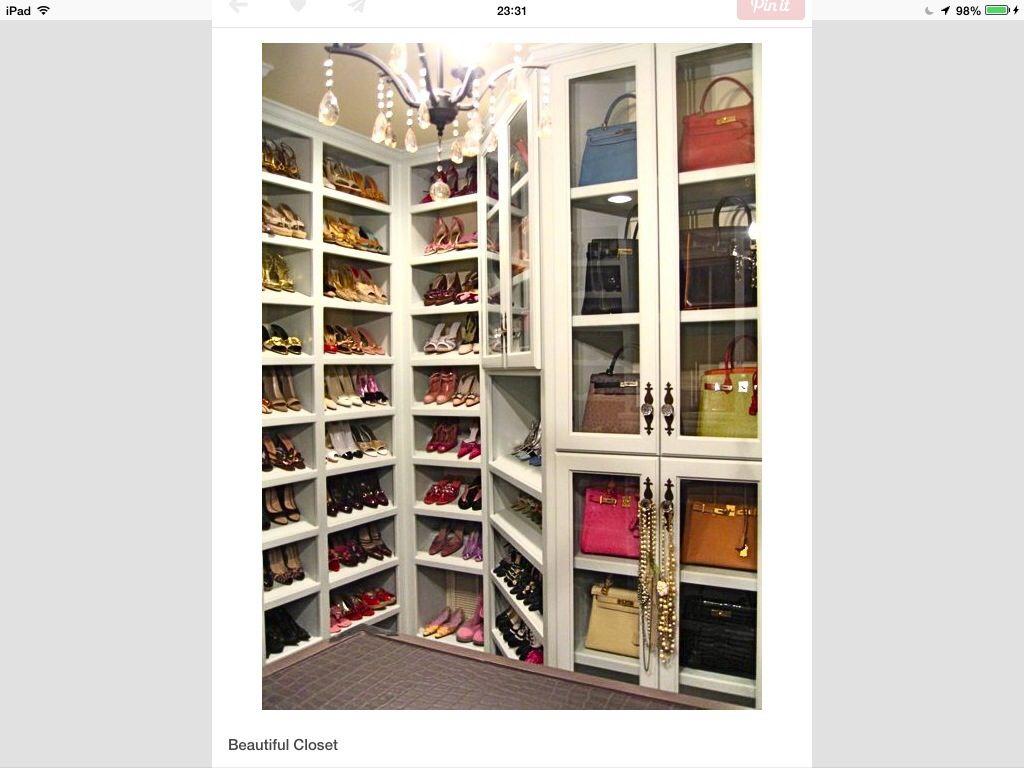 C mo guardar zapatos y bolsos home dream closets - Guardar bolsos en armario ...