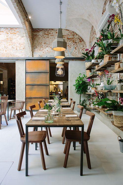 Ou Dejeuner Pendant Le Pitti Uomo De Florence Concept Restaurant Deco Restaurant Design De Restaurant