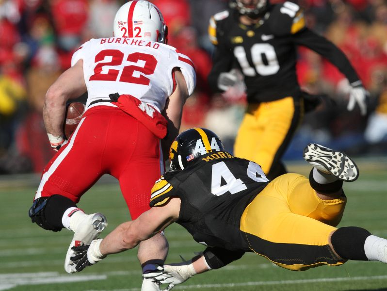Nebraska running back Rex Burkhead outruns Iowa linebacker