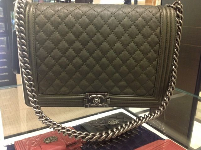 7b2f23c4540a Green Chanel Boy Bag | Bags in 2019 | Chanel boy bag, Chanel, Bags