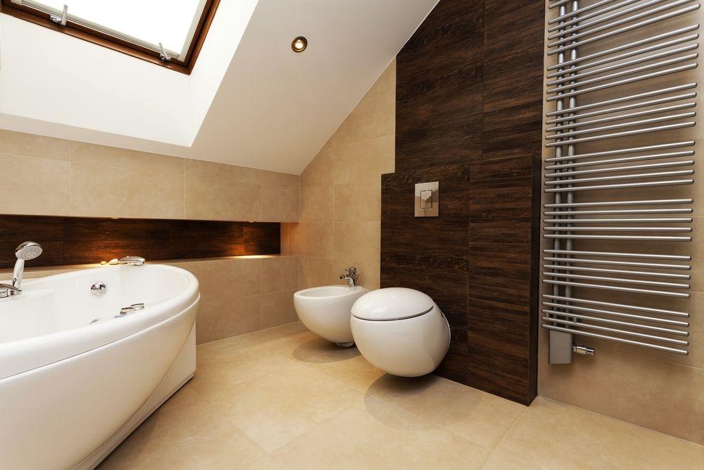 Badezimmer Trend u2013 Farbe Weiss mit Holz WOHNEN \ EINRICHTEN - badezimmer weis