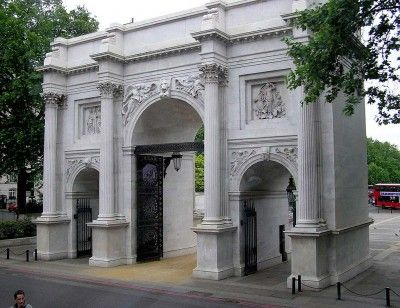 The Marble Arch Used To Be Located In Front Of Buckingham Palace But It Was Moved In The Year Of 1851 Marble Arch London Marble Arch London Tourist