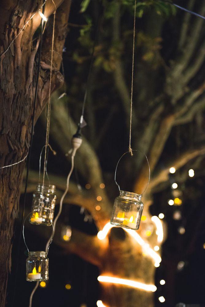 Kynttilälyhtyjä tyhjistä lasipurkeista ja rautalangasta