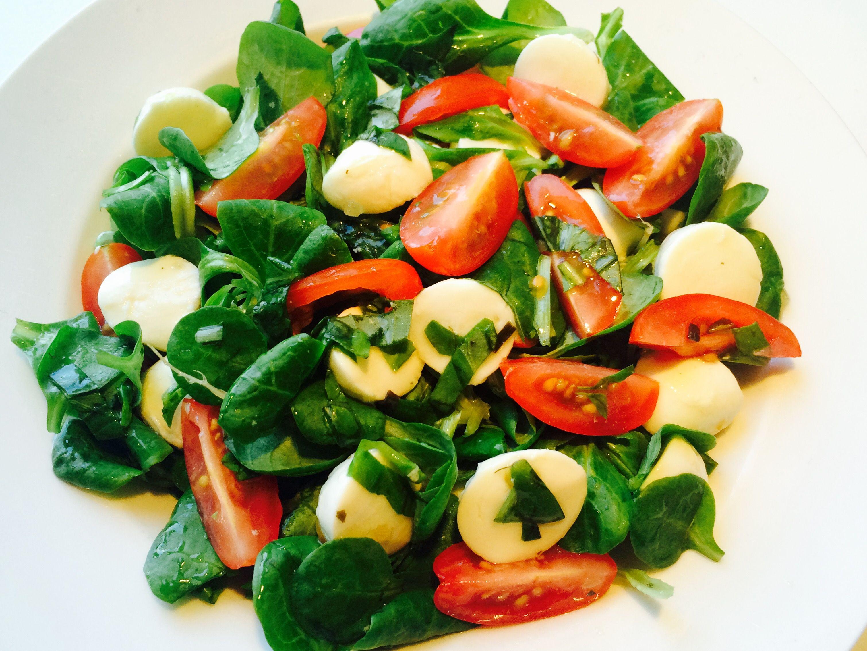 #Salad Recipes# #Salade Recepten# #Mozarella Recipes# #Mozarella Recepten# #Mozzarella Recipes# #Mozzarella Recepten# #Basil Recipes# #Basilicum Recepten# #Tomato Mozzarella Salad# #Ingredients: Mozzarella, Dandelion Salad, Mini Tomatoes, Basil, Natural Dressings# -------------------------------------------------------- #Tomaten & Mozzarella Salade# #Ingrediënten: Mozzarella, Veldsla, Mini Tomaten, Basilicum, Naturel Dressing#