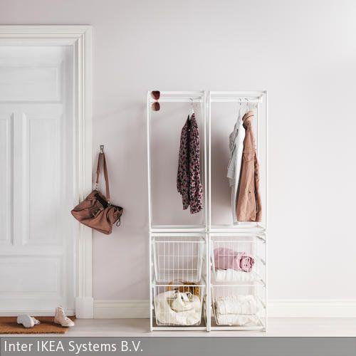 nur jacken und schals an die garderobe h ngen die ihr auch tragt schmale offene regale f r. Black Bedroom Furniture Sets. Home Design Ideas