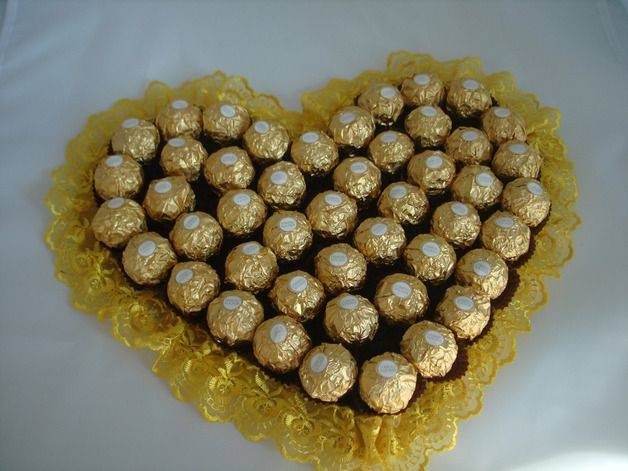 Ein Herz Aus Ferrero Pralinen Geldgeschenke Hochzeit