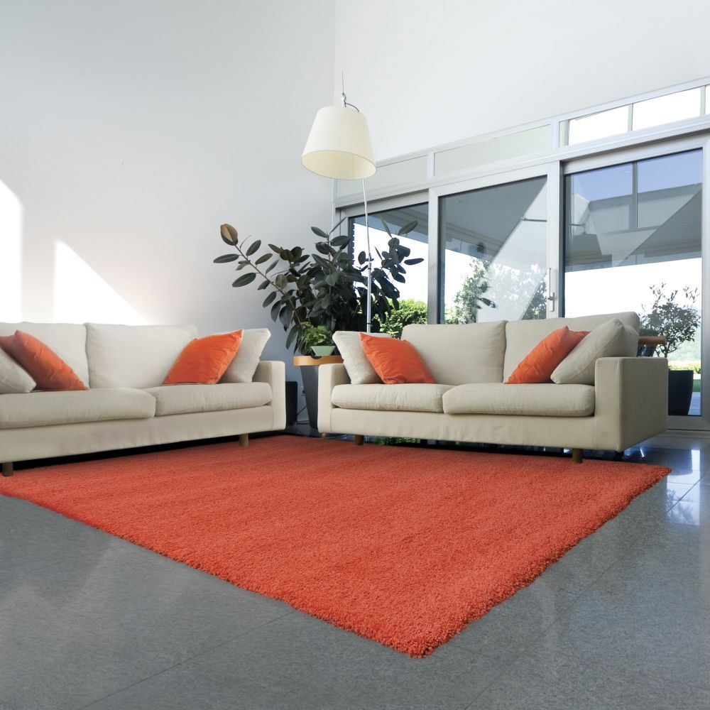 Innenarchitektur wohnzimmer lila pantone universe focus  orange rug  shag u flokati rugs  fun