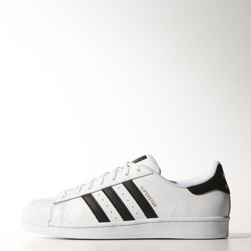 Un grand classique, mais tellement tendance ce modèle de chez Adidas: La Superstar. Lancée en la sneaker Superstar est un modèle hyp.