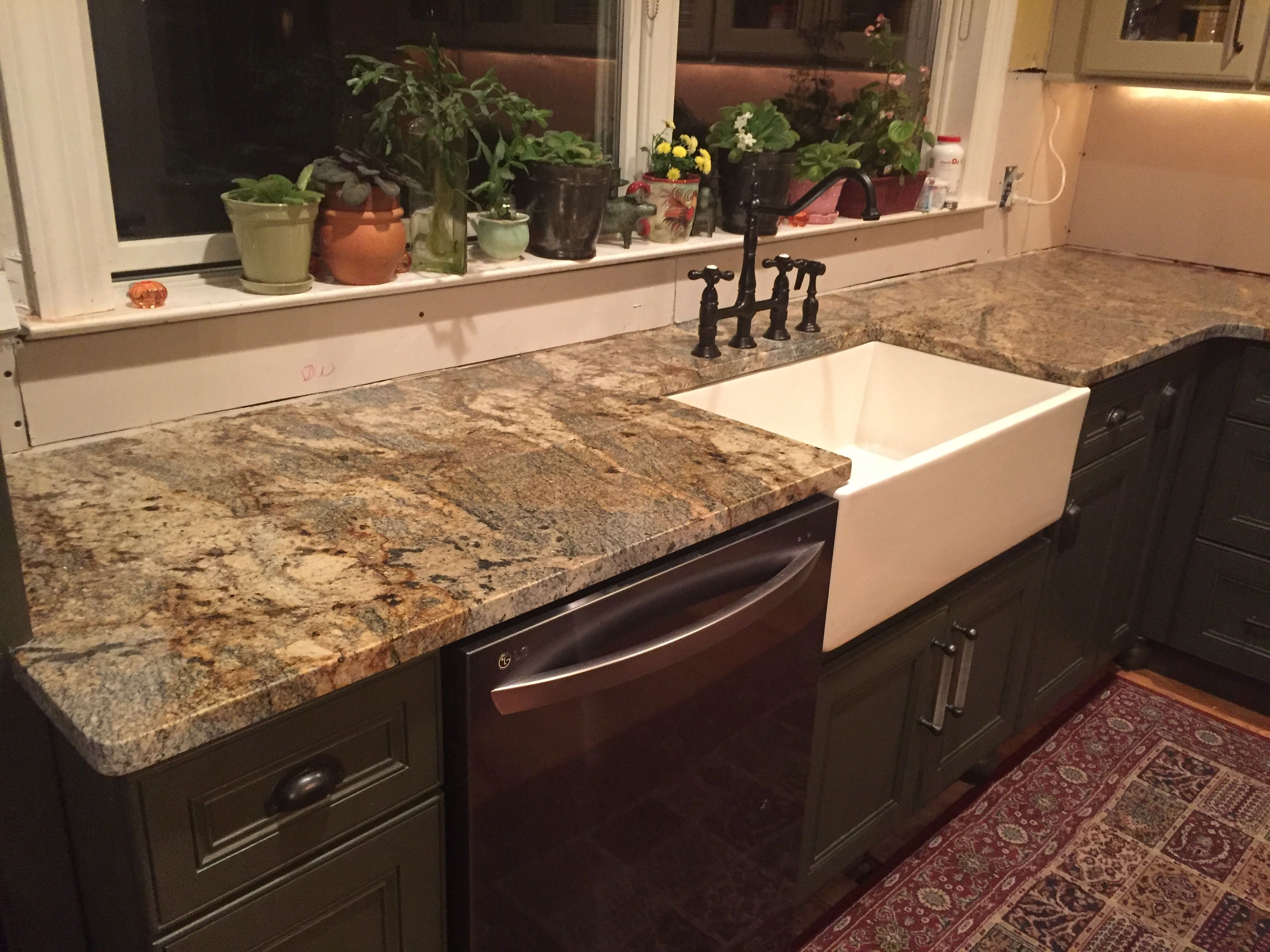 New granite countertop lapidus gold lowe 39 s sensa lowes for Lowes countertops