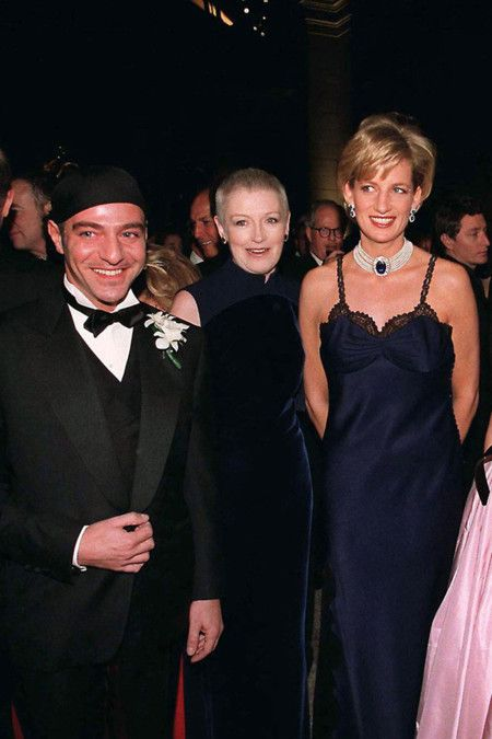 09bfae8c3 13 looks de Galliano para no olvidar. John Galliano y Princesa Diana de  Gales
