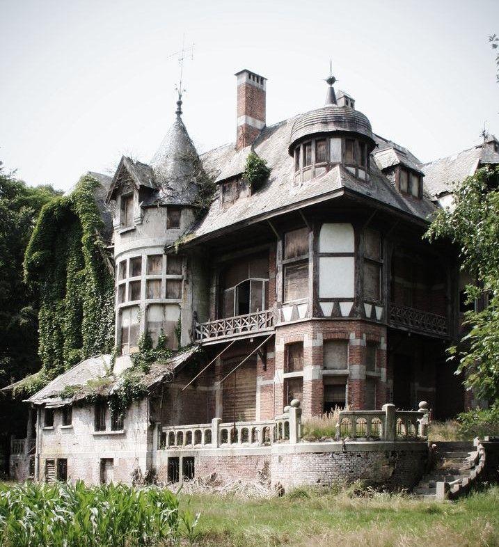 The Forgotten: Mansion Near The Village Of Braachaat In