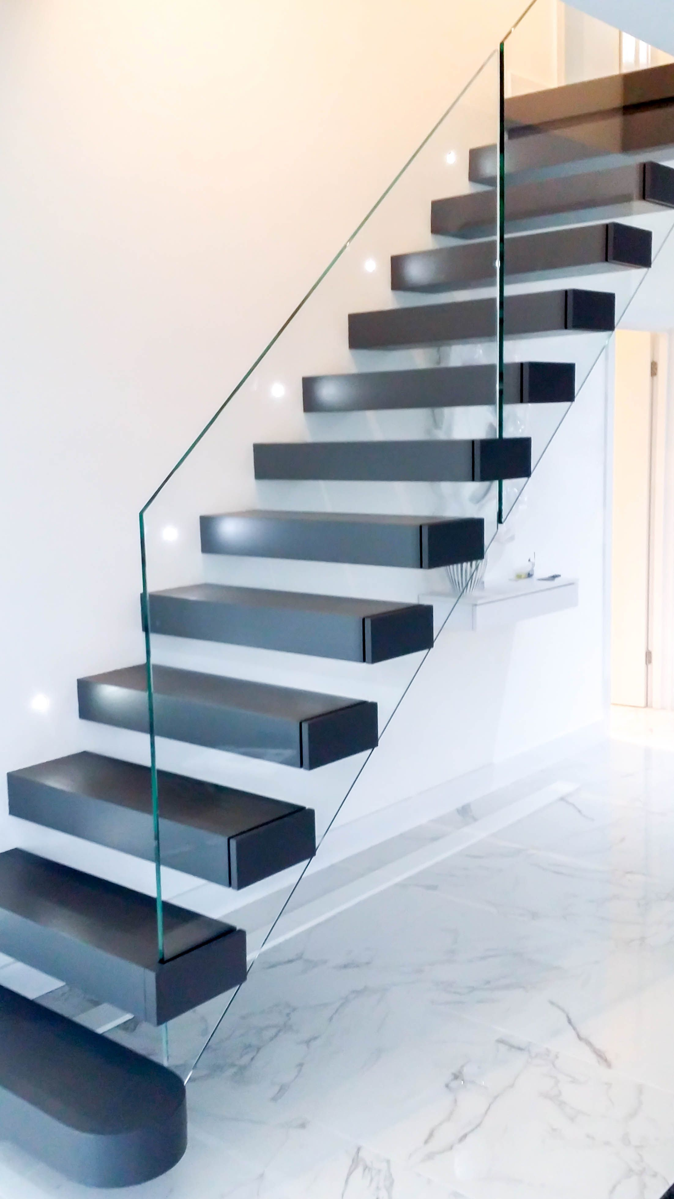 A Luxurious Staircase For A Luxurious Property Floating Treads | Glass Stair Treads Cost | Floating | Steel | Handrail | Hardwood | Wood
