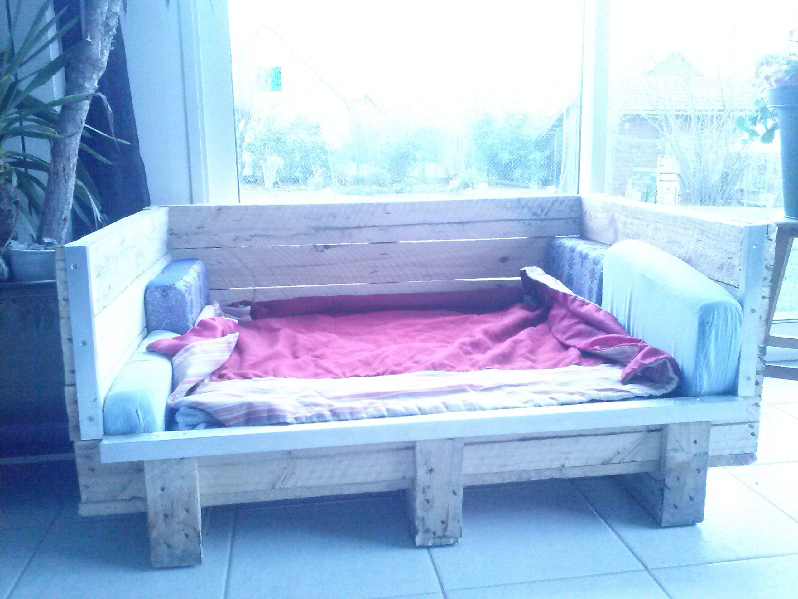 un panier pour mon pti chien instructions de montage pallet diy pinterest animaux. Black Bedroom Furniture Sets. Home Design Ideas