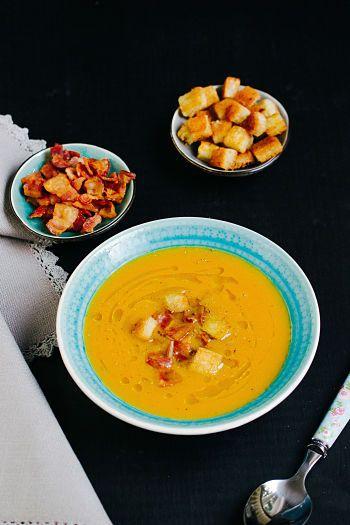 Süßkartoffel-Suppe mit Bacon Chips und Croutons - Sasibella
