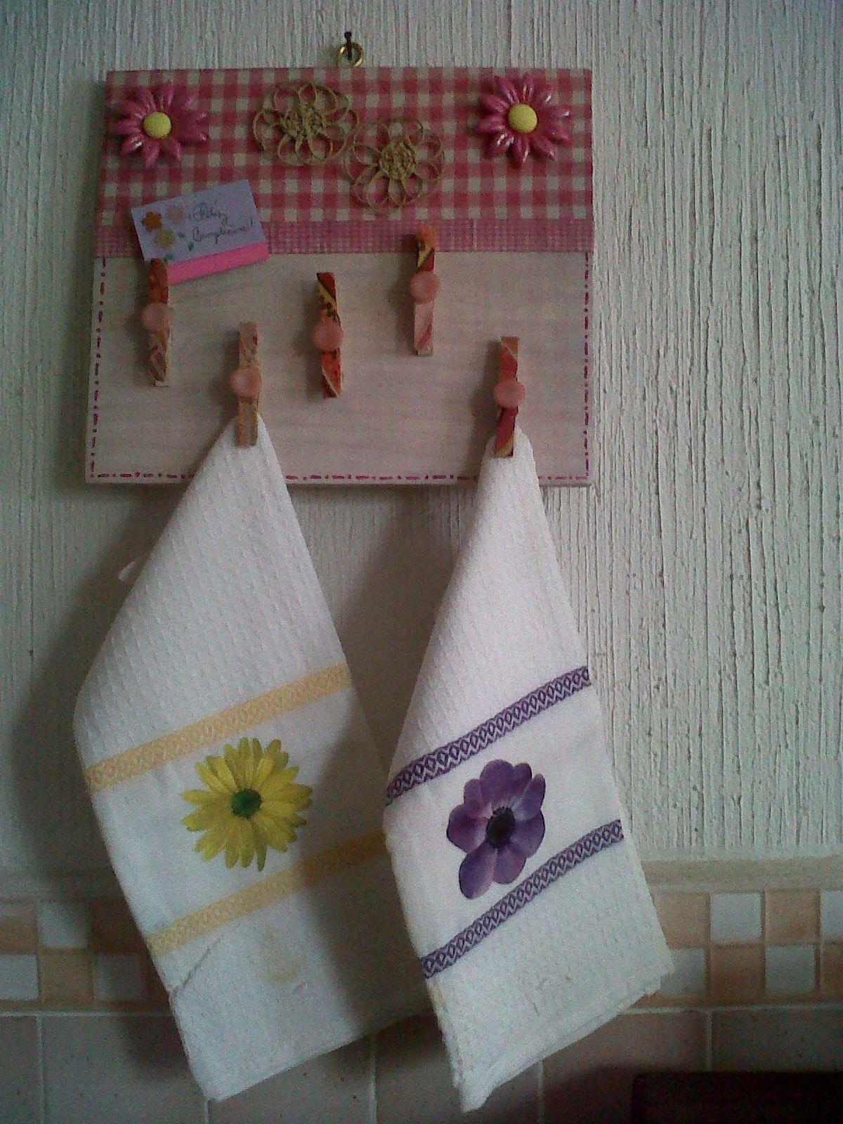 Ganchos de ropa de madera en la cocina manualidades for Madera para colgar ganchos