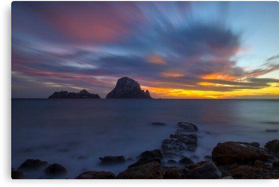 Lienzo de la misteriosa isla de Es Vedrá en Ibiza al atardecer