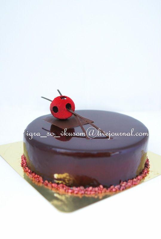 Игра со вкусом:Горький шоколад, пралине, хрустящая вафельная крошка