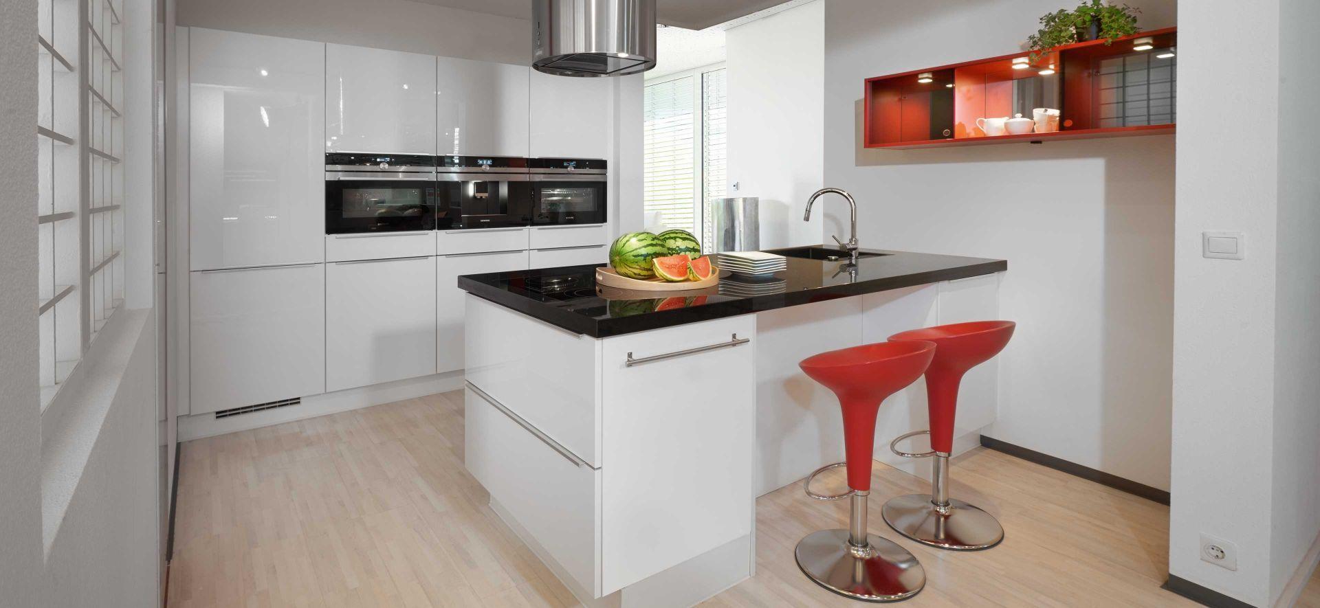 Marquardt küchen essen  Design Inselküche Flash weiß mit Nero Assoluto – Marquardt Küchen ...